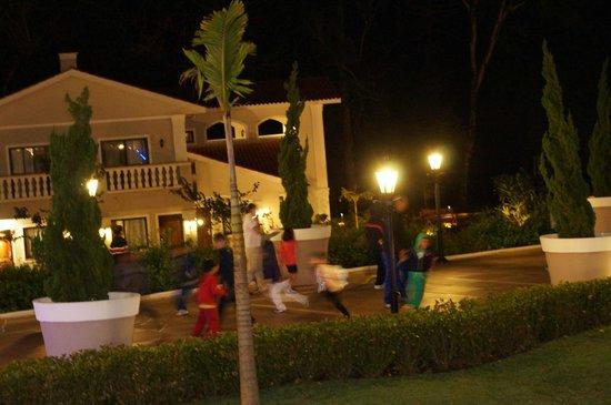 Wish Resort Foz do Iguaçu : Caminho principal de acesso aos quartos