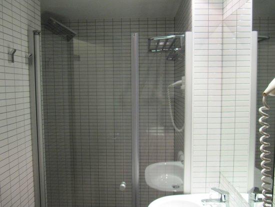 Hotel Laumon: bagno