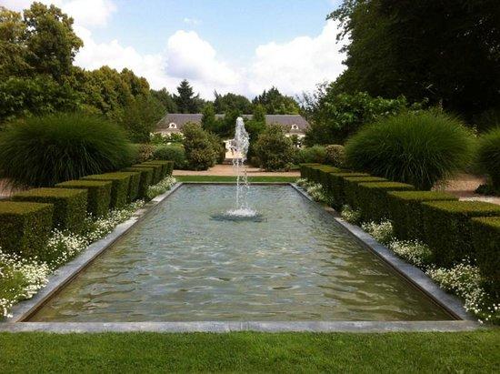 Château de Cheverny : Fontaine du chateau
