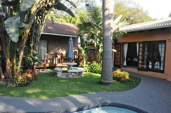 Bavaria Guest Lodge: Garden