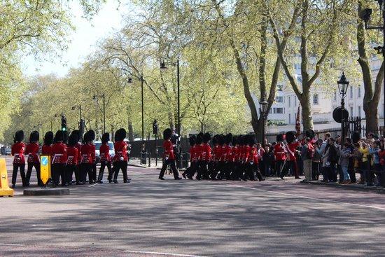 Buckingham Palace: Final da troca da guarda