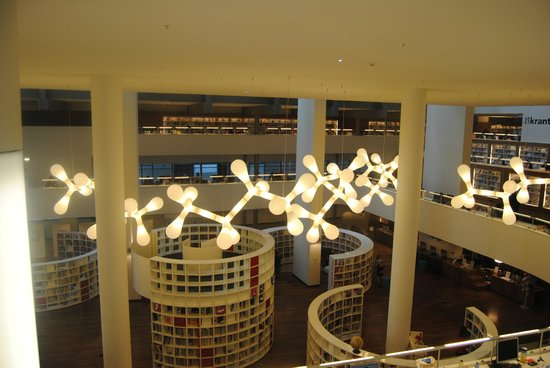 Bibliothèque centrale (Openbare Bibliotheek) : Decoración y luces interiores