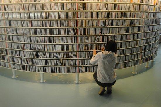 Bibliothèque centrale (Openbare Bibliotheek) : Estanterias de CDs
