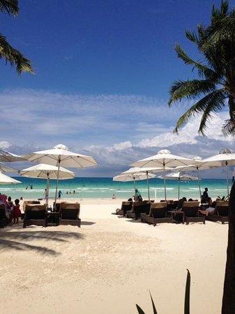 Two Seasons Boracay Resort : Two Seasons beachfront from BarLo restaurant.