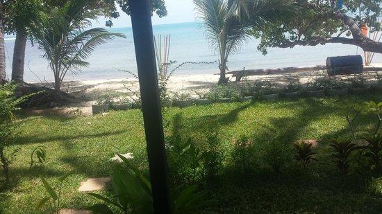 THINK & Retro Cafe Lipa Noi: Beach view cottage