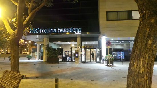 H10 Marina Barcelona Hotel : Front of the Hotel
