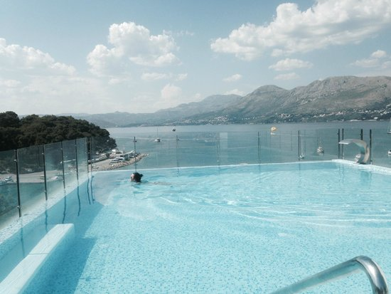 Hotel Cavtat: Infinity pool on the roof of hotel