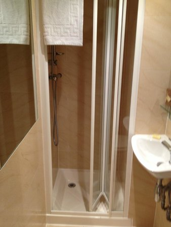 Studios2Let Serviced Apartments - Cartwright Gardens: mini baño