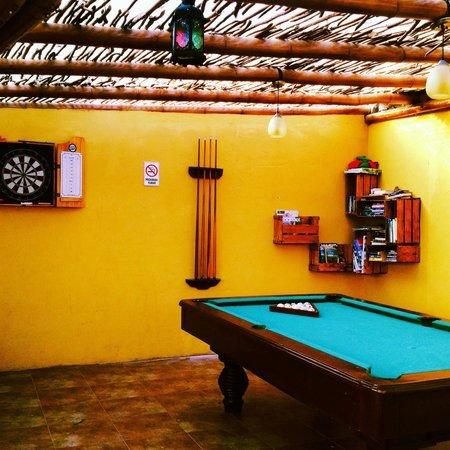 La Buena Vida Hotel- Ayampe: Relax and play pool!