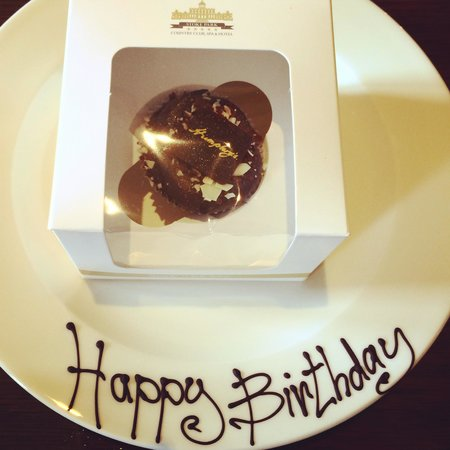 Stoke Park Country Club, Spa and Hotel: Birthday cupcake!
