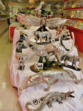 5th Avenue (Avenida 5): silver jewelry and sculptures