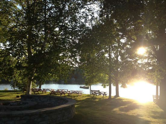 Sturbridge Host Hotel & Conference Center: View from the firepit to the lake