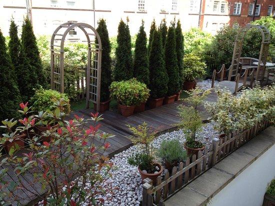 Studios2Let Serviced Apartments - Cartwright Gardens: jardin trasero