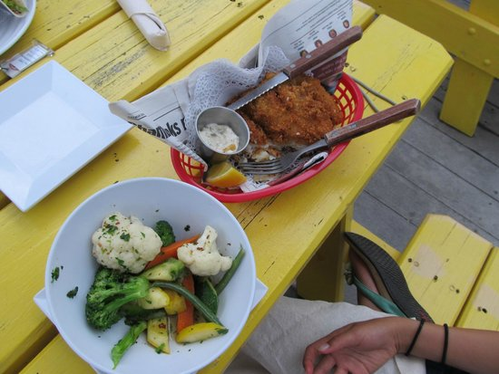 Eagle Ray's Bar & Grill: Kids fish and chips with steamed veggies
