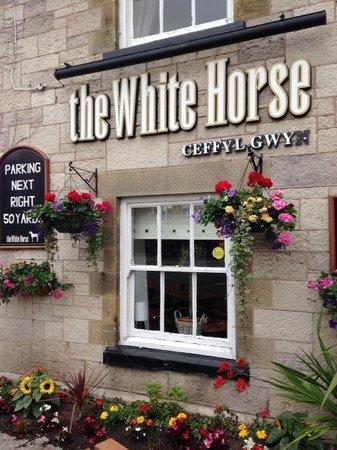 Llanfair Dyffryn Clwyd, UK: White Horse Entry