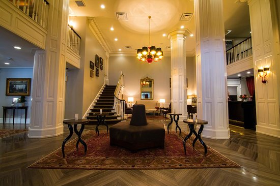 The Lancaster: Hotel Lobby