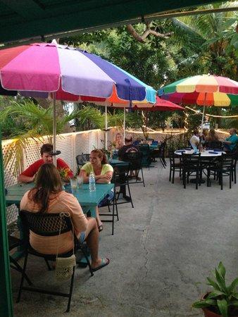 D Coalpot BVI Restaurant Bar & Grill: Garden Paito