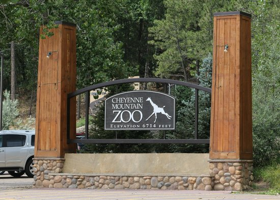 Cheyenne Mountain Zoo: Entrance to the zoo