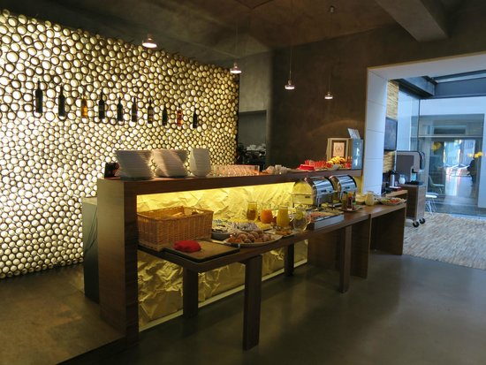 MOODs Boutique Hotel: Breakfast area