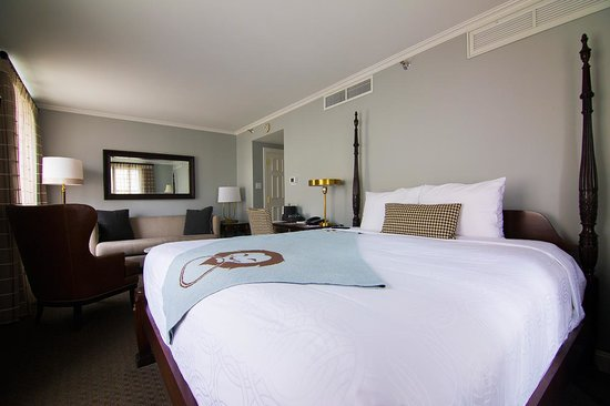 The Lancaster Hotel: Deluxe King Room
