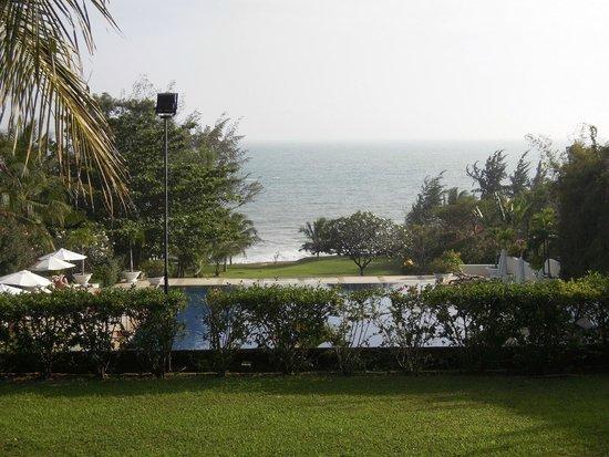 Victoria Phan Thiet Beach Resort & Spa: Utsikt från en av bungalowerna högt upp i sluttningen