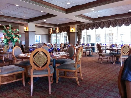 Chateau on the Lake Resort & Spa: Atrium Cafe