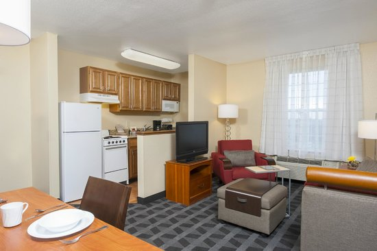 TownePlace Suites Indianapolis Park 100: Two bedroom suite kitchen