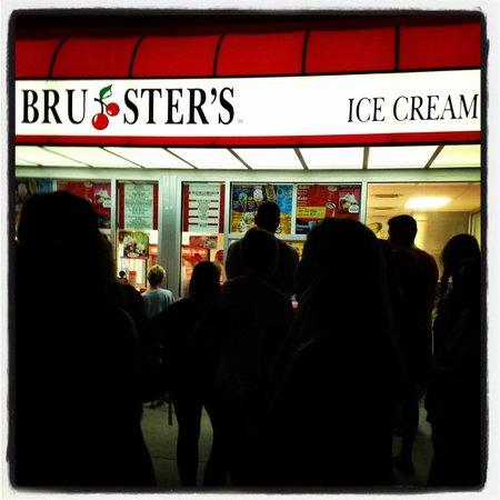 Bruster's Ice Cream : Late night ice cream run