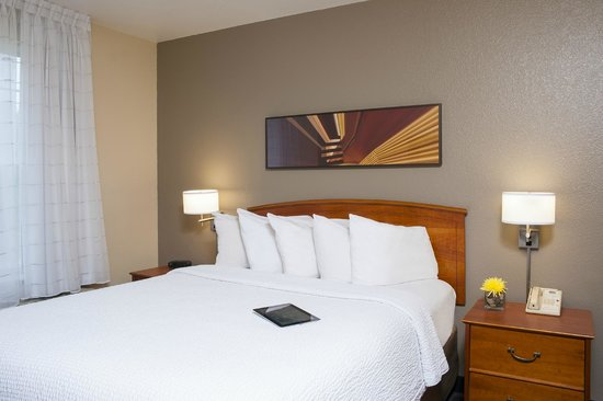 TownePlace Suites Indianapolis Park 100: Guest room