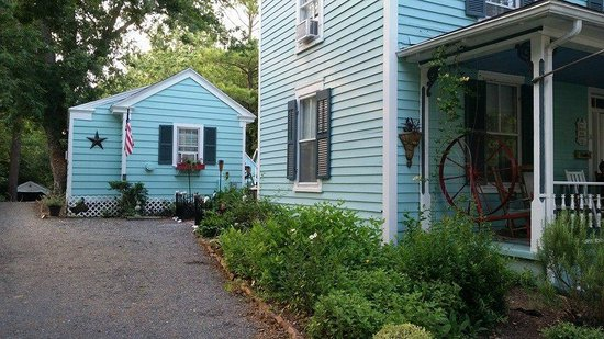 Spinning Wheel Bed and Breakfast: side