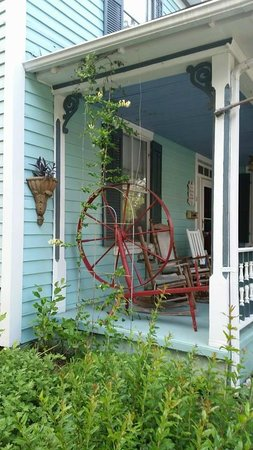 Spinning Wheel Bed and Breakfast: Spinning Wheel