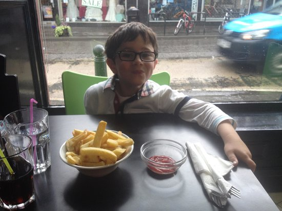 The Allan Water Cafe: Alexander loves his chips !!