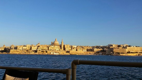 Fortina Spa Resort : View of Valetta from the Lido Bar. To be honest you won't get a better view for sunset.