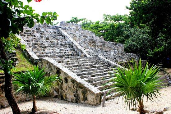 Museo Maya de Cancun: The Pyramid