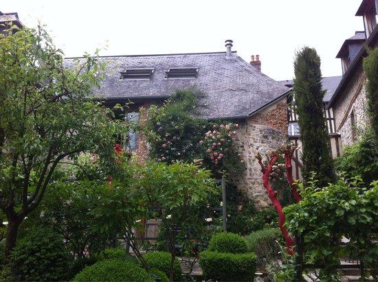 La Cour Sainte-Catherine : The courtyard garden
