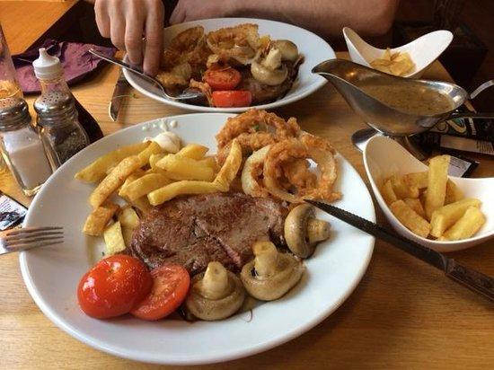 Tyddyn Llwyn Bar & Grill: Nice steak