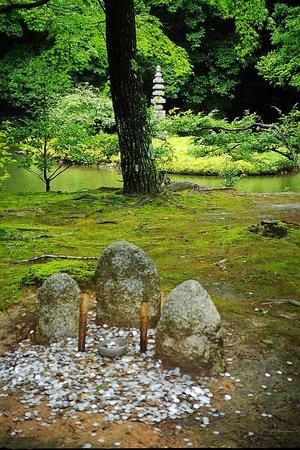 Kinkaku-ji (Goldener-Pavillon-Tempel): petit temple