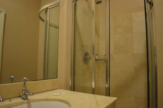 Cliff House Hotel: bathroom