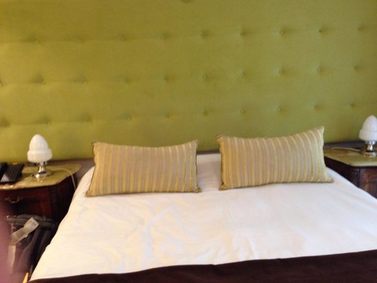 Rendez Vous Hotel Buenos Aires : Le lit