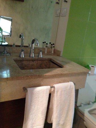 Rendez Vous Hotel Buenos Aires : La salle de bain