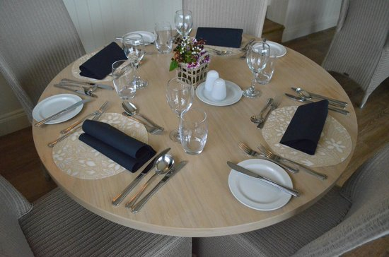 Cliff House Hotel: Table in Cliff Restaurant