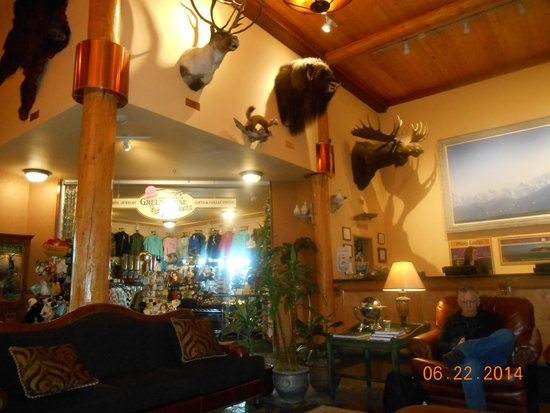 Pike's Waterfront Lodge: Lodge Lobby