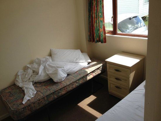 Nodes Point Holiday Park - Park Resorts: Bed 2 in Chalet