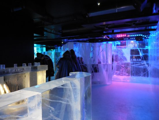 ICEBAR by ICEHOTEL Stockholm : roomy