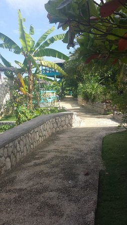 Negril Escape Resort & Spa: View in front of the room