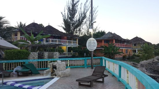 Negril Escape Resort & Spa: View of the hotel from the pool