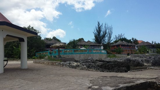 Negril Escape Resort & Spa : View of the hotel from the edge of the rocks/ocean