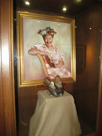 Grand Ole Opry : Minnie Pearl.