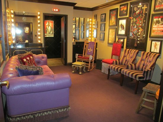 Grand Ole Opry : One of the dressing rooms to the stars that will perform that night.