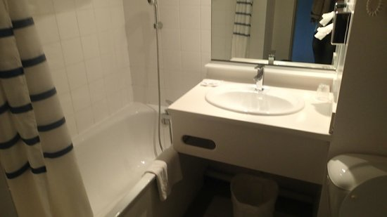 Hotel Les Jardins d'Adalric: Salle de bain